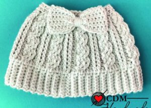 c6e4d9228d0 Quick Gifts to Crochet – Ponytail Beanies and Messy Bun Hats – 23 ...