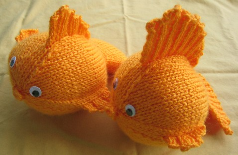 "Printed Knitting Pattern For Goldfish Animal Toy 8/"" in length"