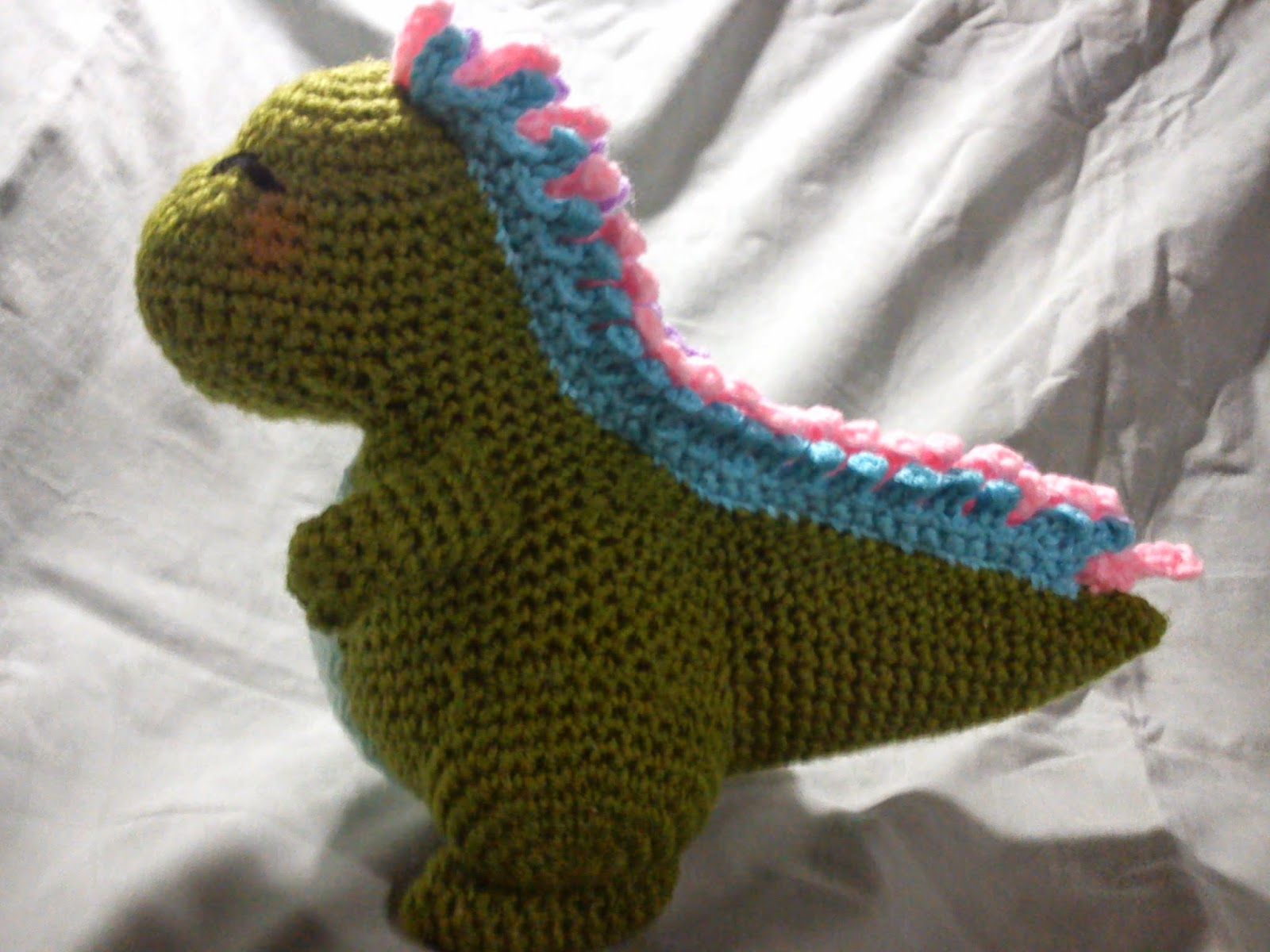 This amigurumi dinosaur is just so cute! Download the pattern ... | 1200x1600
